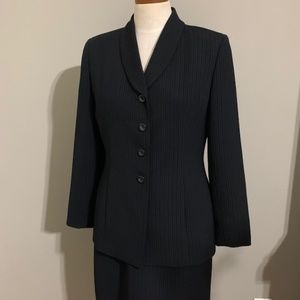 Le Suit Black W/ Blue Pinstripes Size 10P